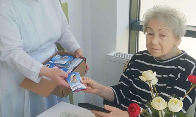 Ajándék fülhallgatókat osztott a Mária Rádió a Szent Ferenc kórház betegeinek